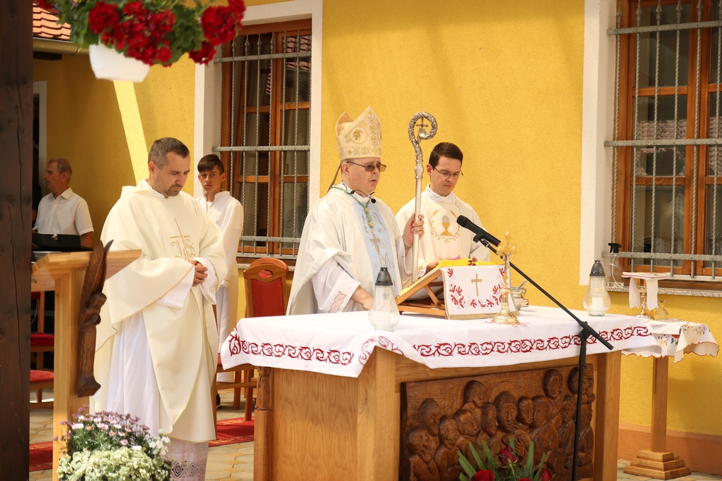 Blagoslov križnog puta i župne dvorane u Hlebinama
