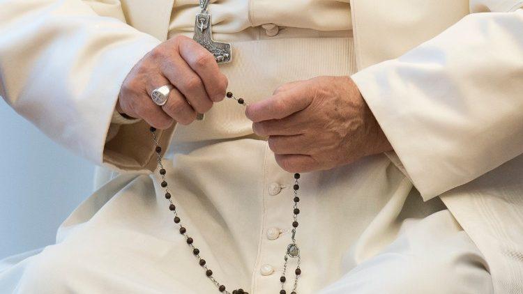Molitvom krunice protiv pandemije: molitveni maratoni i 'Crkva se svesrdno moljaše Bogu' (Dj 12,5)