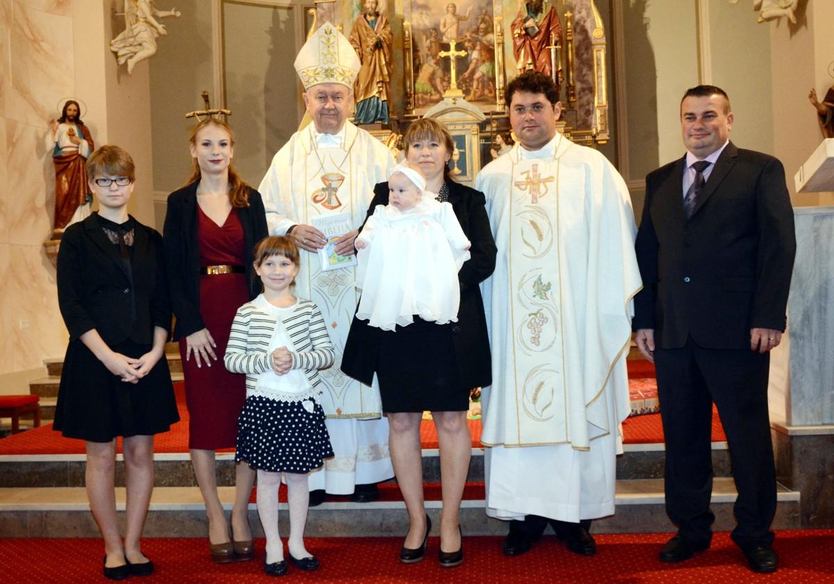 Biskup Mrzljak u Pitomači krstio peto dijete u obitelji