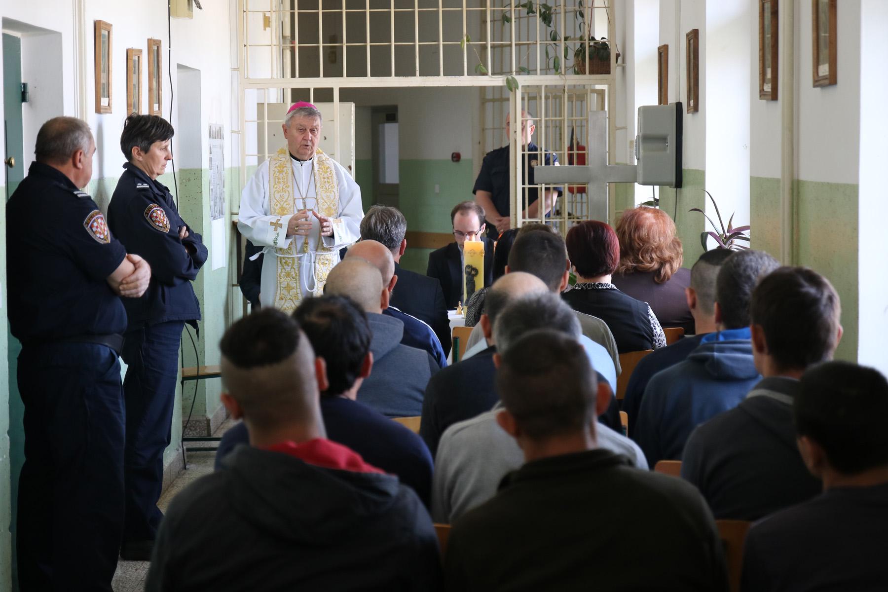 Mons. Mrzljak posjetio Zatvor u Varaždinu i predvodio Službu riječi