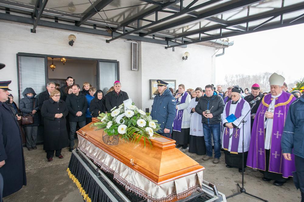 U Petrijancu oproštaj od Ivana Košića, oca sisačkog biskupa Vlade Košića