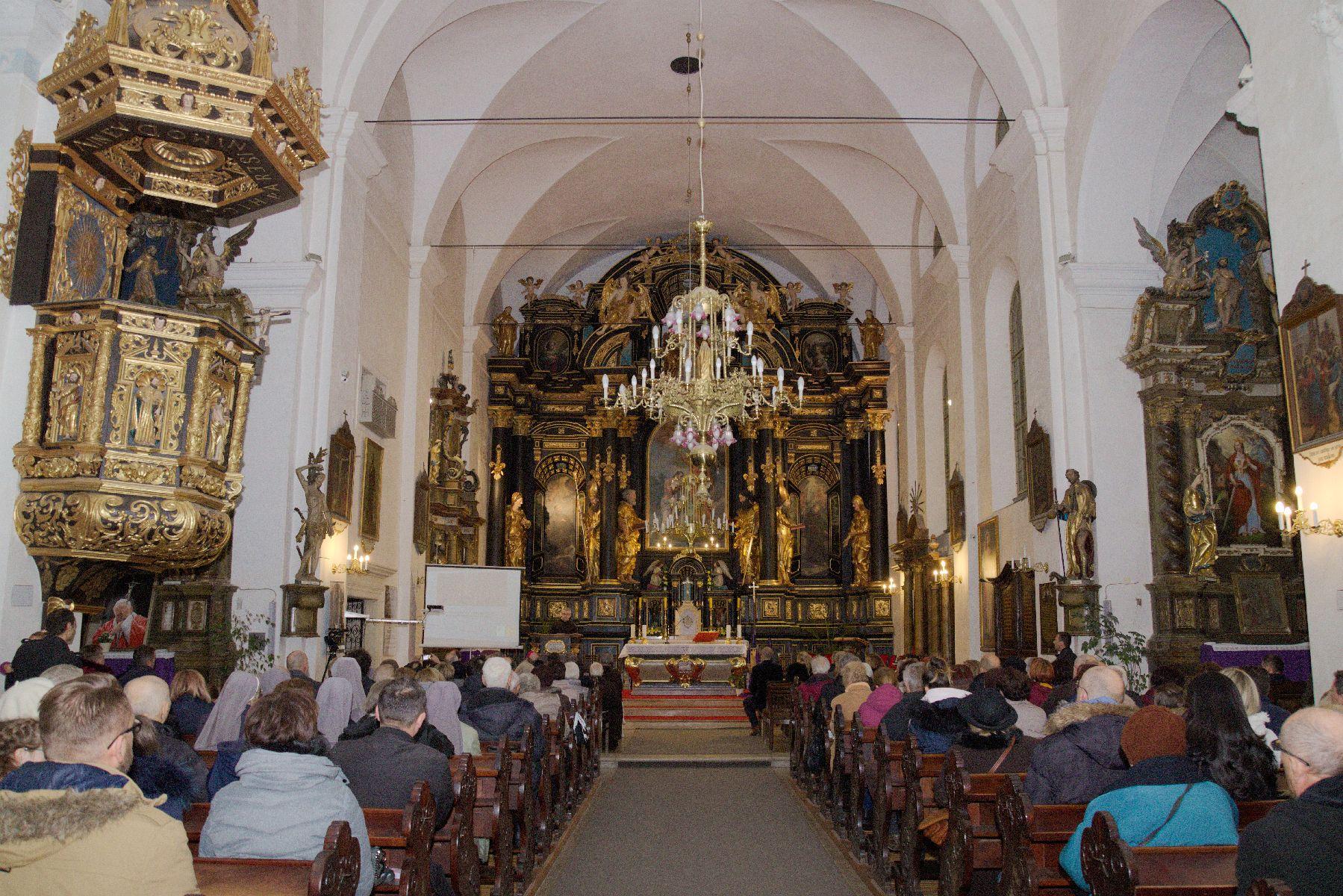 Blagoslov obnovljenog glavnog oltara sv. Ivana Krstitelja u Franjevačkoj crkvi u Varaždinu