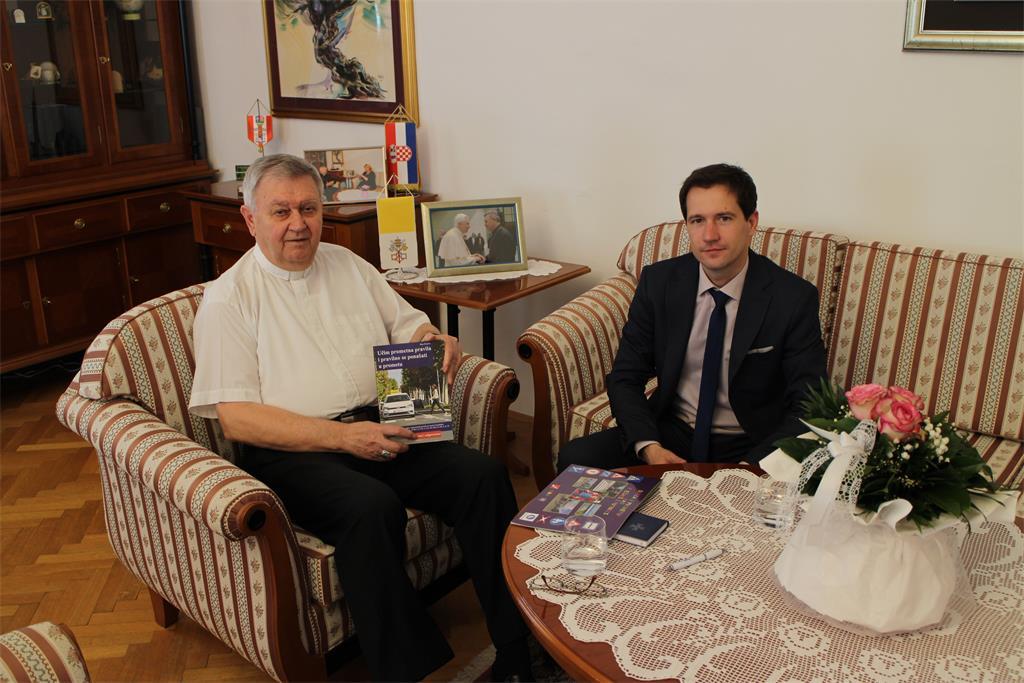 Varaždinski biskup Josip Mrzljak primio Dinu Posavca