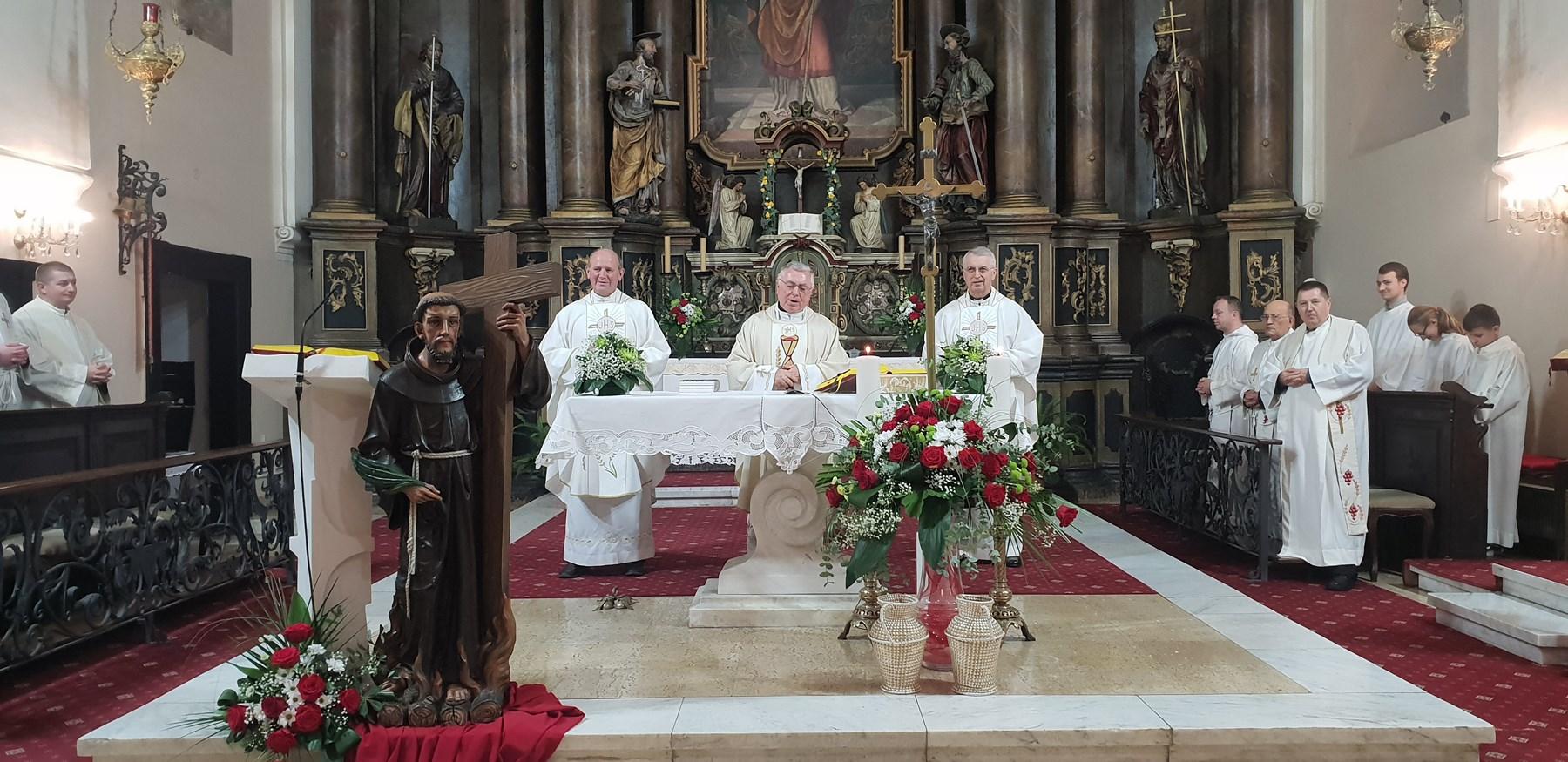Mons. Juraj Batelja na završetku godišnjeg klanjanja u Župi sv. Nikole biskupa u Varaždinu