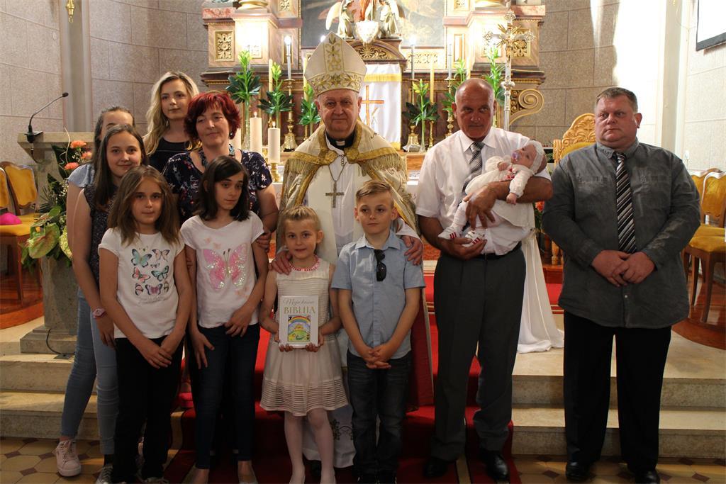 Varaždinski biskup krstio Martu Pintarić u Svetom Iliji