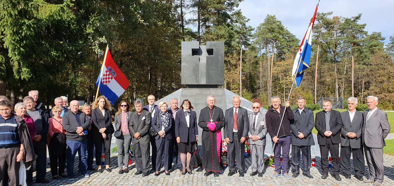 Biskup Mrzljak pohodio HKM u Mariboru te predslavio misu  za nevine žrtve komunizma