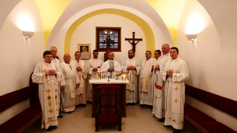 Duhovne vježbe za svećenike u šutnji, postu i molitvi