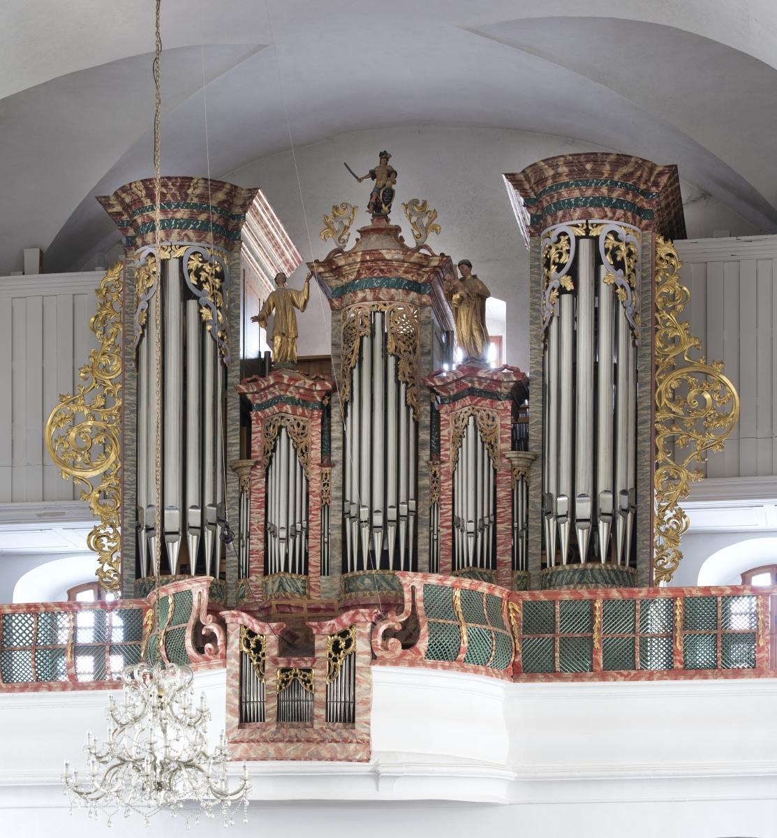 Od 1988. do 1998. građene su nove orgulje