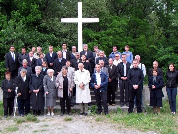 http://biskupija-varazdinska.hr/userdocsimages/images/stories/2011/Dogadjaji/Dravska_suma_komemoracija1.jpg?width=800&height=600&mode=max